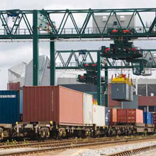 Freightliner, a leading intermodal rail freight operator in the UK, has improved surveillance at its Manchester terminal by replacing an analogue system with 13 AXIS 211 and AXIS P1343 Network Cameras.