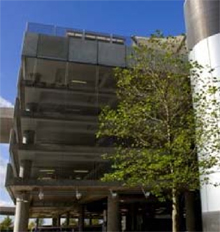 Multi-storey car park with a barrier-free parking system to prevent car park fraud