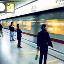 few people waiting for tube to stop - China