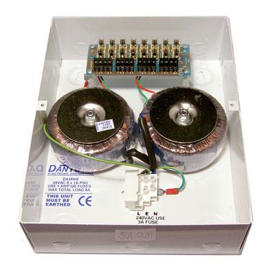 Dantech DA371 power supply with 1 x 1.5 Amp 12V DC (13.7) output